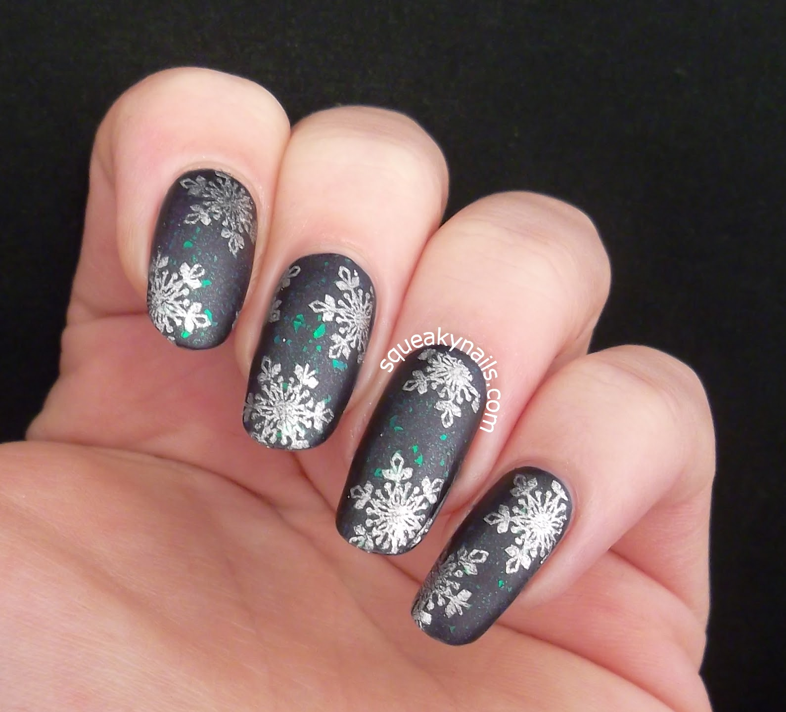 Snowflakies stamping with Bundle Monster BM-H01 | Squeaky Nails