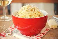 Spaguettis con salsa de parmesano