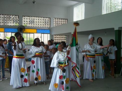 GRUPO DE DANÇA LÍRIOS DA ÁFRICA, DO GRUCON-CM, ENCANTANDO TARDE DANÇANTE