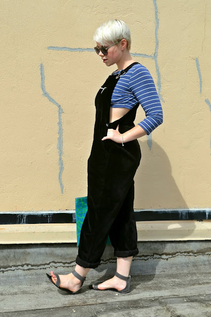 fall fashion, crop top, summer fashion, accessorize, styling, advice, tips, hat, overalls, red lips, street style, seattle, short blonde hair
