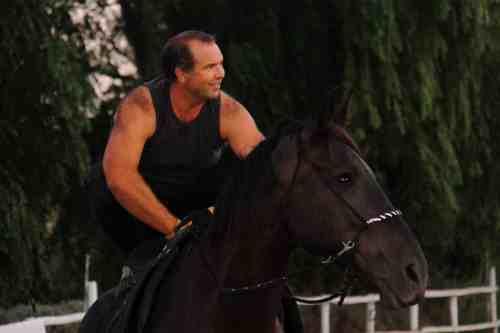 a lomos de un caballo