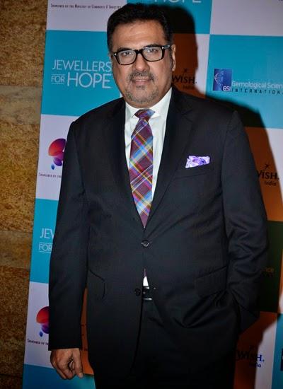 Kajol Devgan, Boman Irani and Siddharth Roy Kapur at GJEPC awards