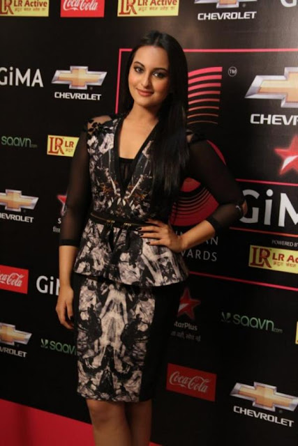 Srk, Sonakshi, Ajay Devgan at GIMA 2012 Awards