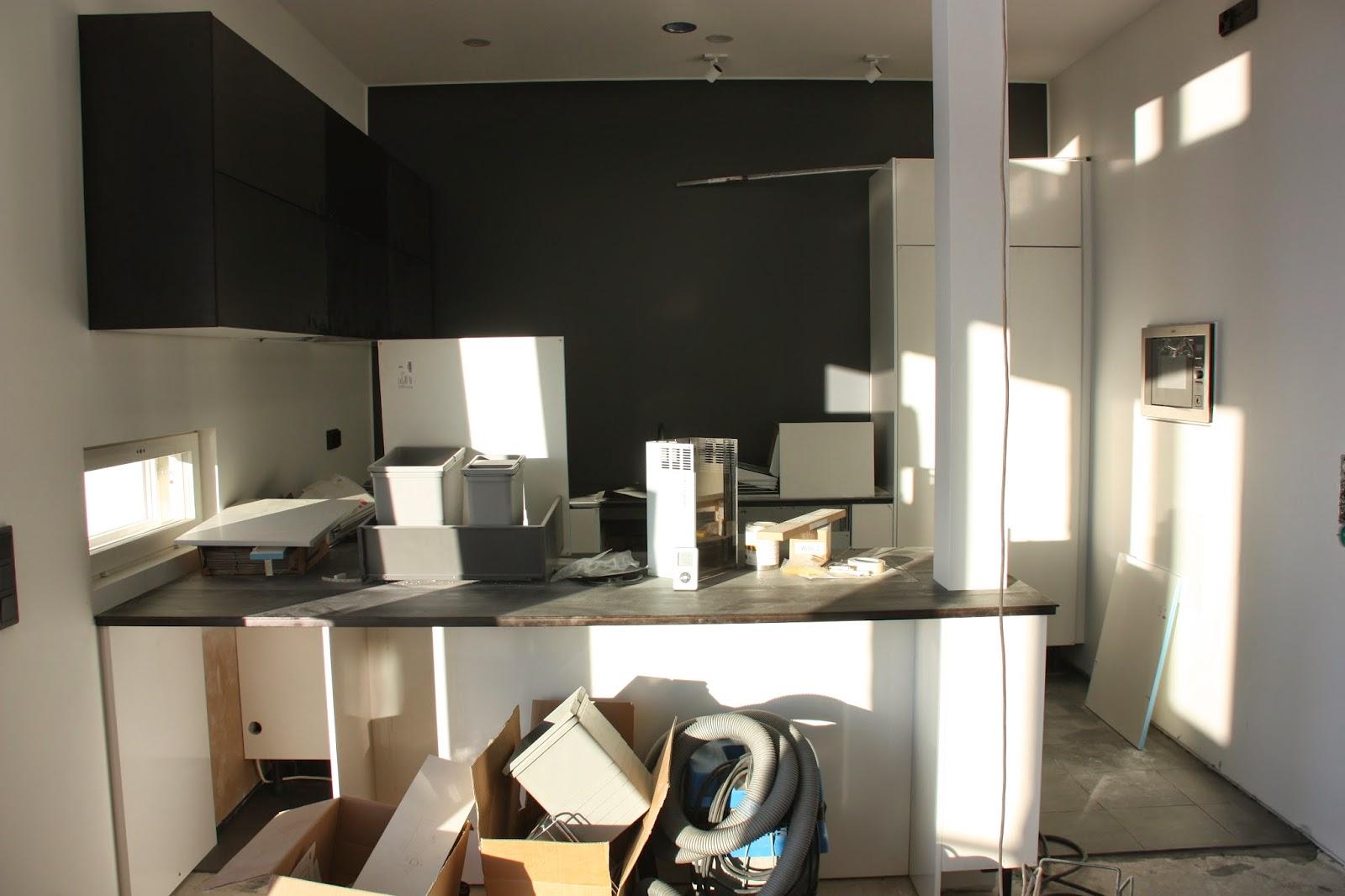 Puuta ja kiveä -raksablogi: keittiössä riittää vielä siivottavaa.