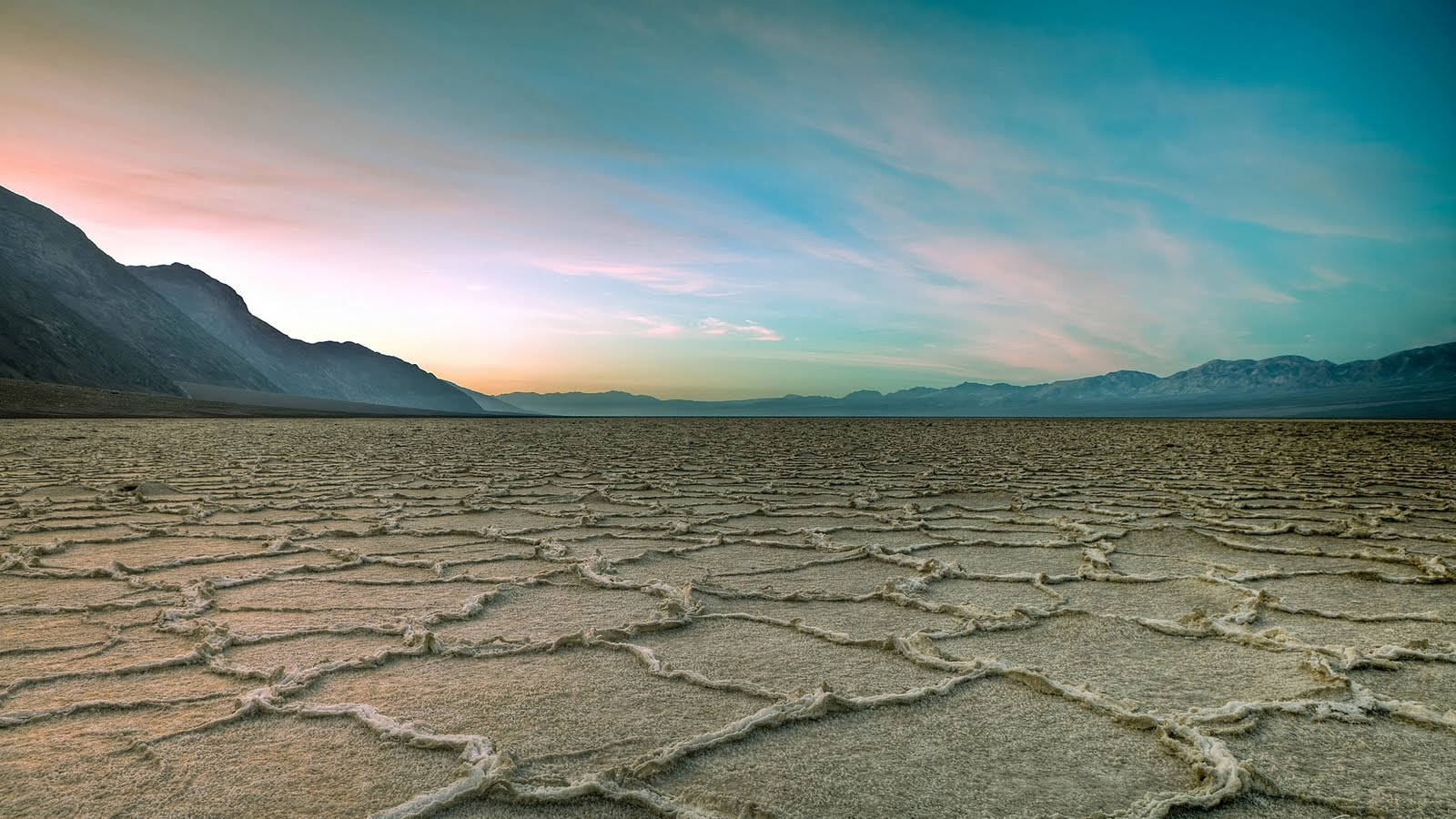http://1.bp.blogspot.com/-WJiCt92K4-s/Td_nmBpD2cI/AAAAAAAAAp0/tfCPhiFkSU0/s1600/death-valley-national-park-california-usa-nature-wallpaper-1920x1080-130.jpg