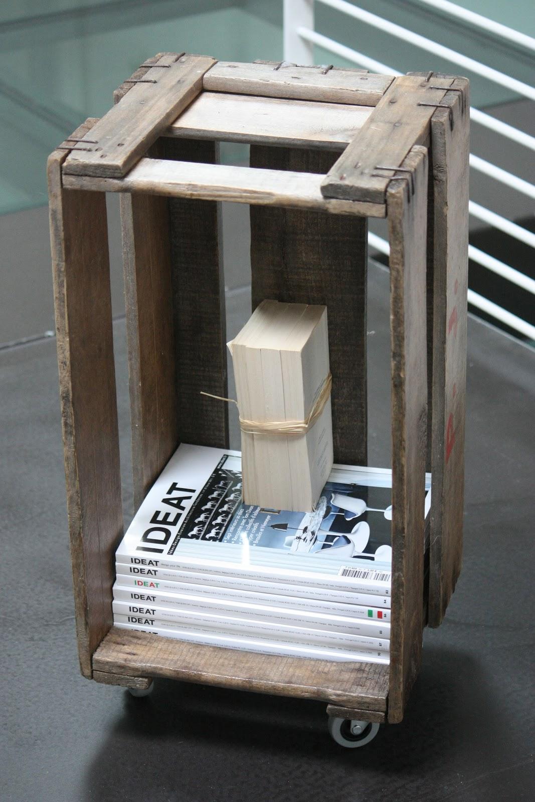 un nouveau regard diy un cageot en bois et 4 roulettes. Black Bedroom Furniture Sets. Home Design Ideas