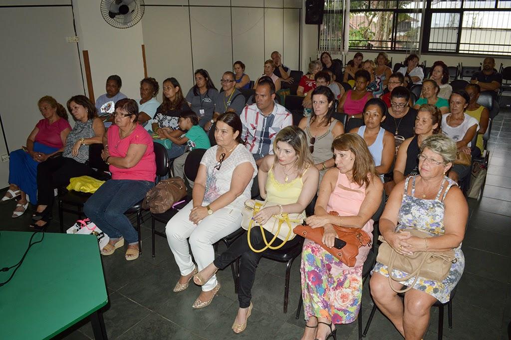 Público assiste a palestras no encerramento da campanha '16 Dias de Ativismo'