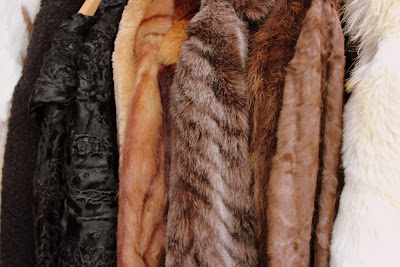 Vossenplein, flea market, flea market Brussels, Place du Jeu de Balle, Marollen, Marolles, thrifting Brussels, vintage Brussels, vlooienmarkt, tweedehands Brussel, vintage fur, fur coat, cheap fur