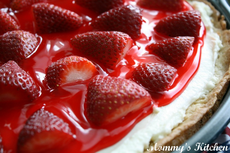 ... - Home Cooking & Family Friendly Recipes: Strawberry Dessert Pizza