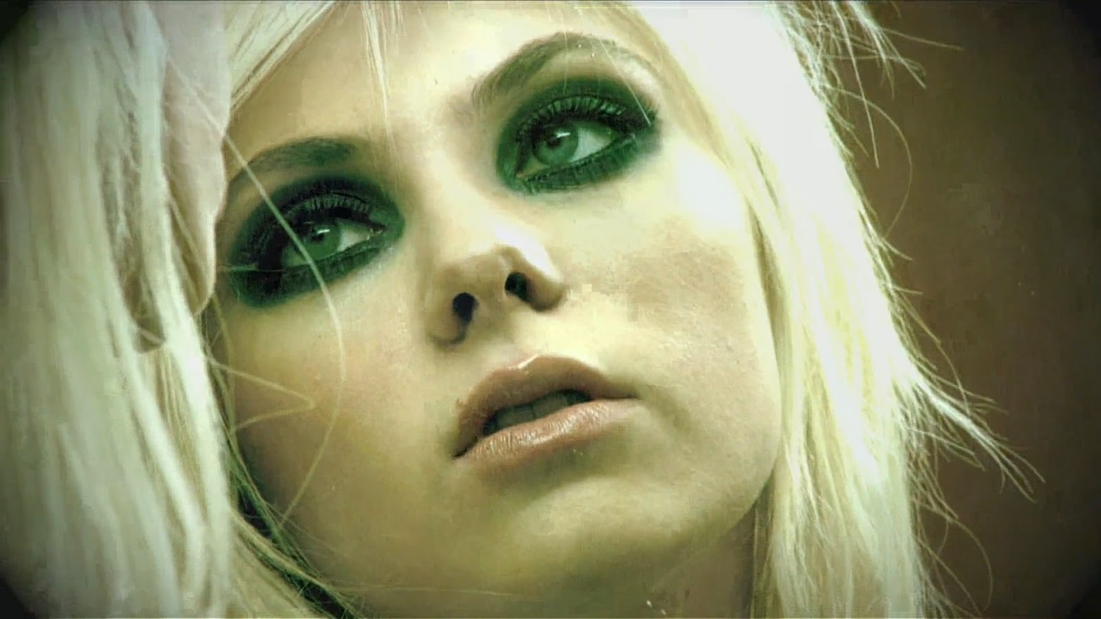 Taylor Momsen Photo Gallery1 | Tv Series Posters and Cast Taylor Momsen Posters