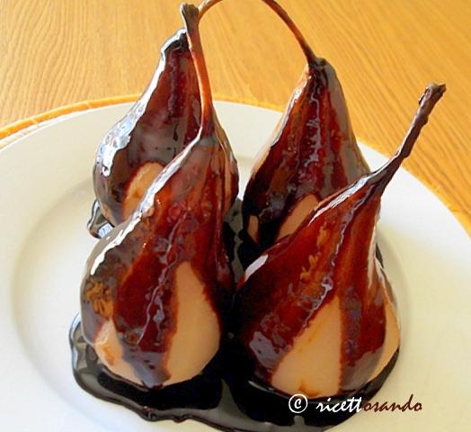 Pere al cioccolato ricetta dolce a base di frutta e cioccolato fondente