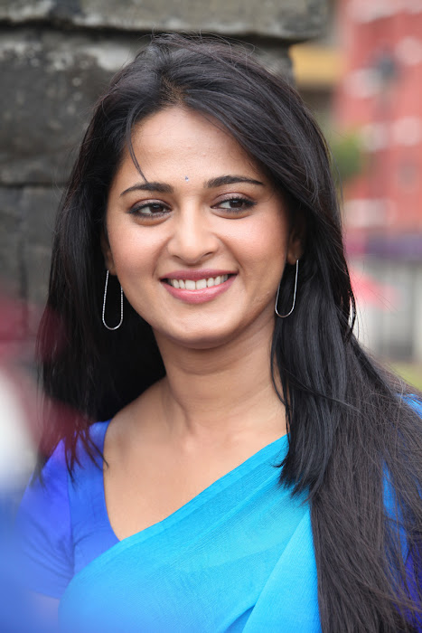 anushka new from mirchi actress pics