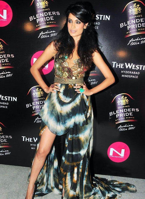 sarahjanedias rwalk at blenderspridefashiontour hot images