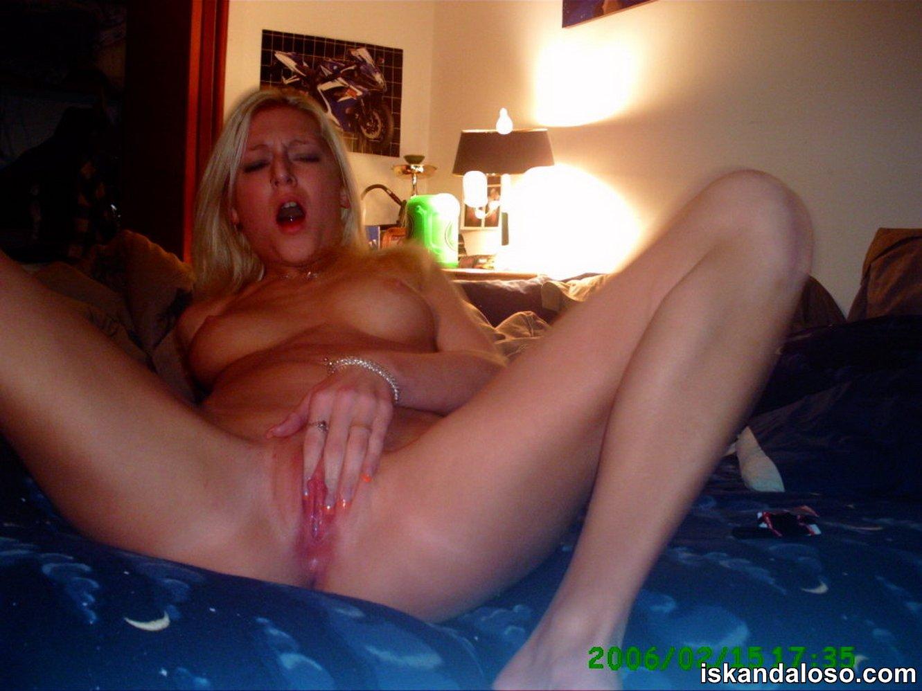 blondinka-masturbiruet-na-kameru