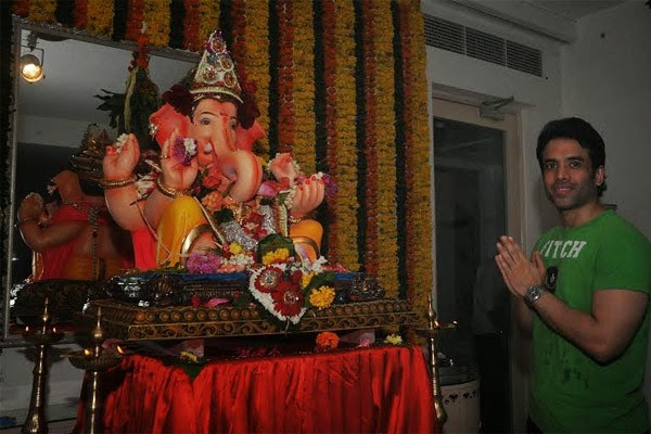 Shraddha Kapoor, Jeetendra, Tusshar  and other Bollywood celebs celebrate Ganesh