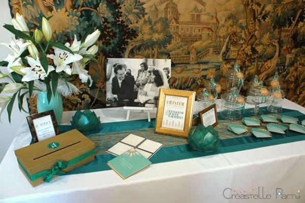 table d'accueil avec urne à voyage, photos et livre d'or