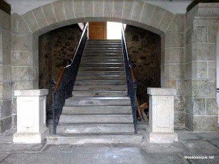 Arco de la escalera de honor del ayuntamiento de Candelario Salamanca