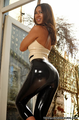 Rachie perfect shiny ass in tight black latex