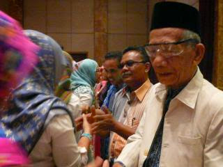 http://www.forumriau.com/2015/01/angkatan-93-sma-9-pekanbaru-galang-dana.html