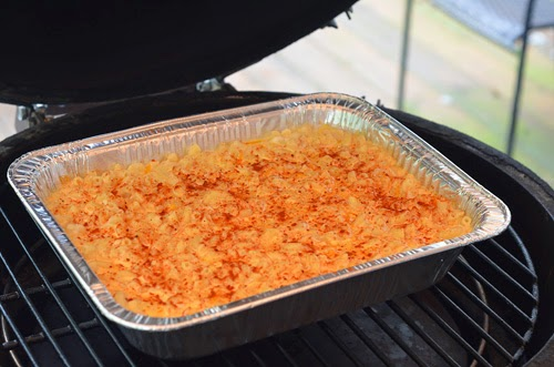 macaroni and cheese on kamado grill,