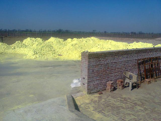 sulfur yard/ sulfur storage stock