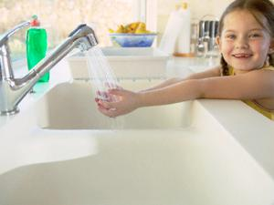 Tangan kotor jelas akan mengontaminasi sabun di dalamnya. wadah sabun