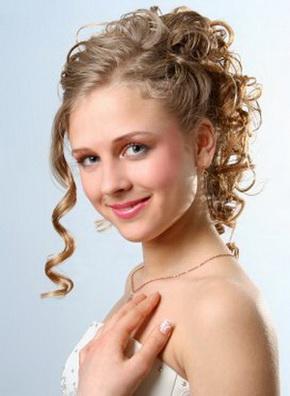 penteado de noiva simples com caracois