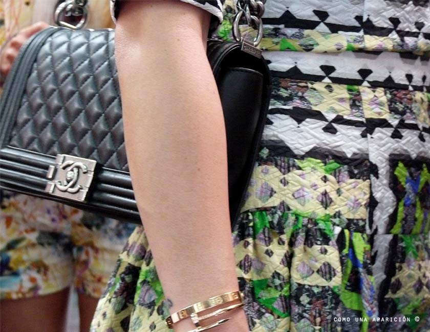 chanel-boy-black-leather-handbag-cartier-bracelet-women-accesories-street-style-como-una-aparición