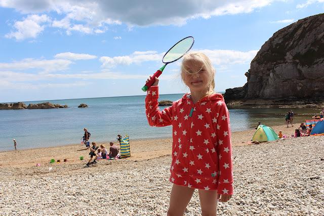 beach-badminton-pebbles-lulworth-cove-sea-level-todaymywayblog