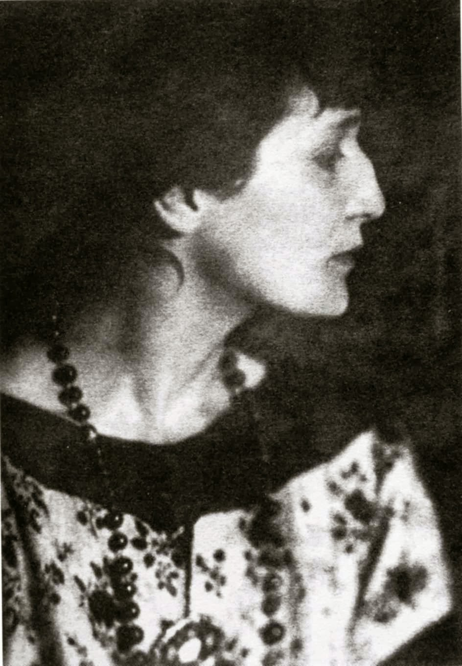 account of the life of anna akhmatova Anna of all the russias has  the wonderful poet anna akhmatova lived a life that was  less successful is the account of akhmatova's emotional and .