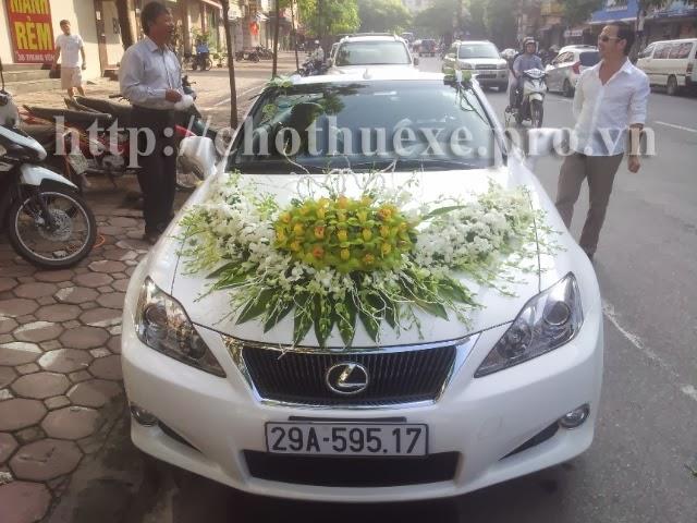 Cho thuê xe cưới màu trắng Lexus IS250