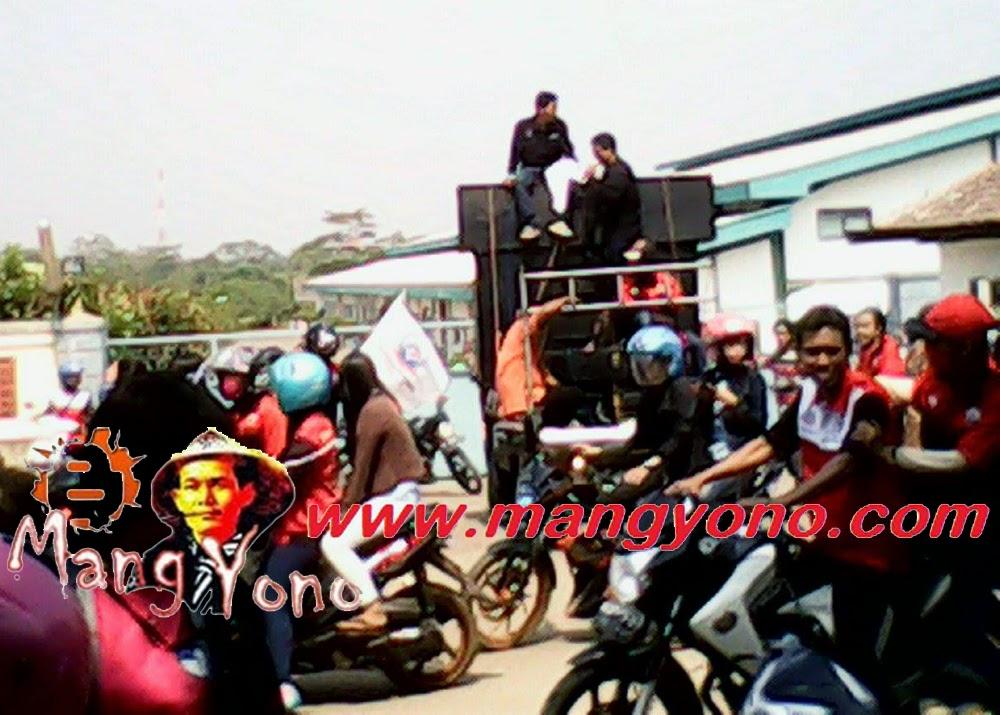 Buruh mendesak Upah Minimum Kabupaten (UMK)