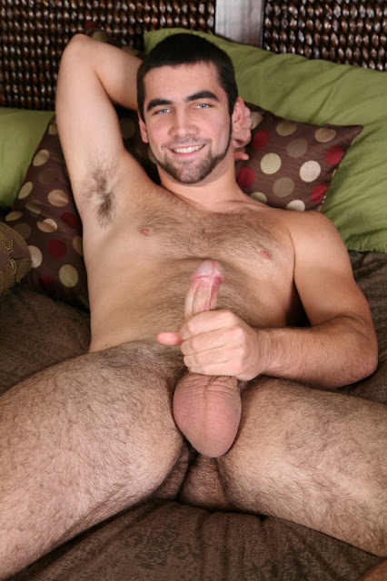 Hairy Hunk Tucker jerking off