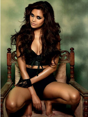 Esha Gupta hot Images