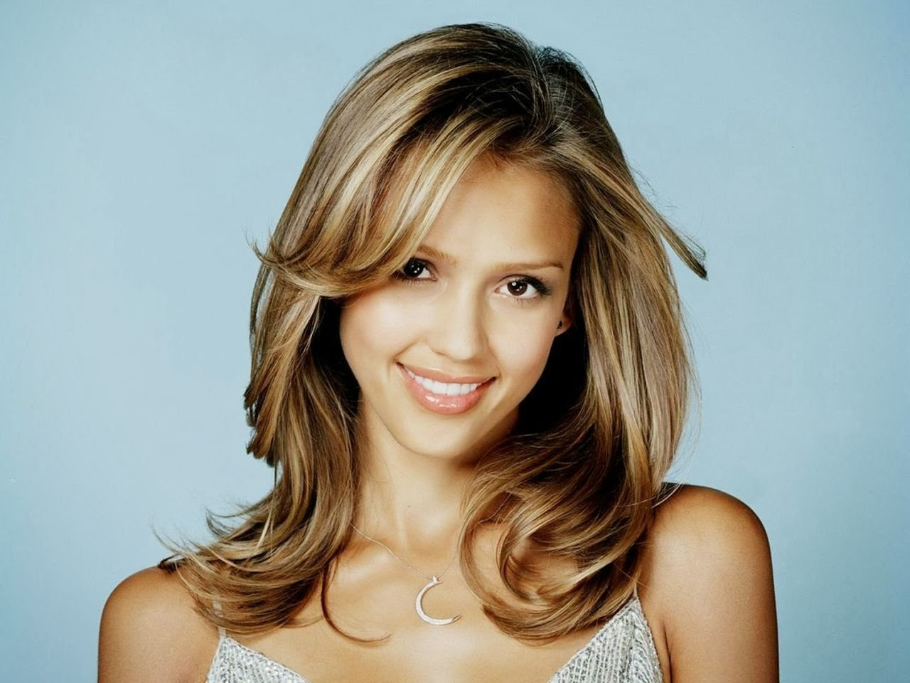 Beautiful Jessica Alba Without Bra