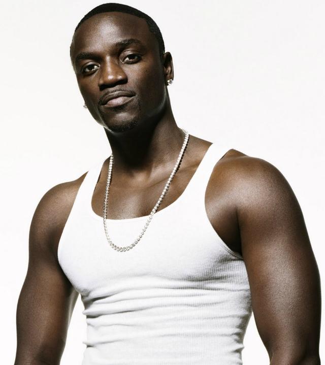 Akon en facebook