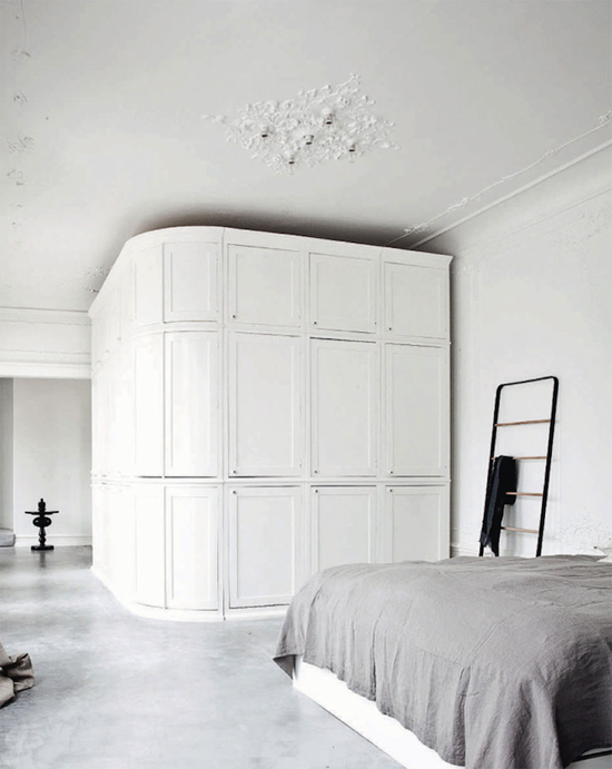 White bedroom ©Jonas Bjerre-Poulsen