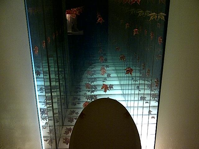 Baño Inteligente Japones: , inodoro inteligente japonés y una ilusión de túnel en el espejo