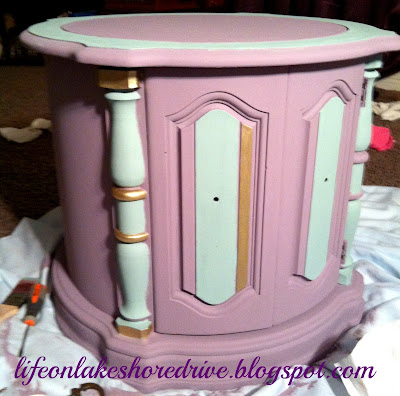 "alt=""Annie Sloan chalk paint table makeover in emile and duck egg blug with gold gilding wax"""