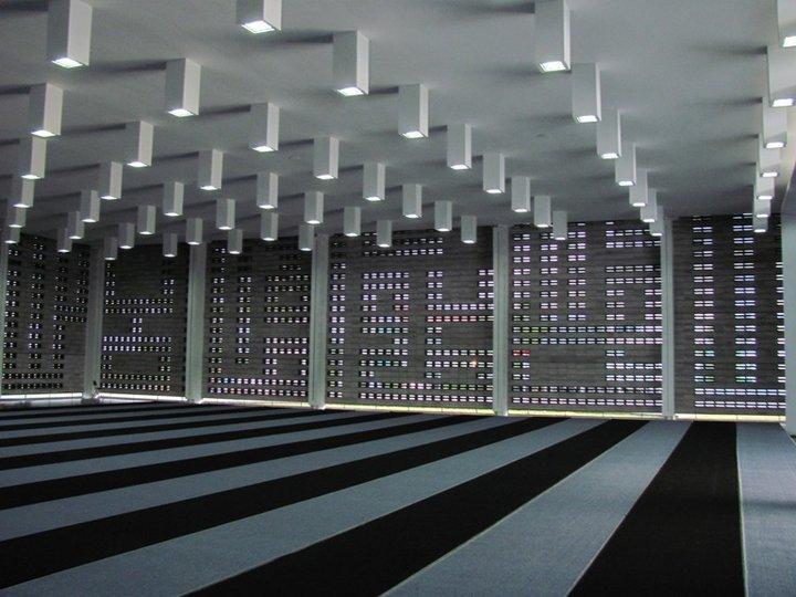 Inilah Masjid Yang Berdinding 2 Kalimat Syahadat