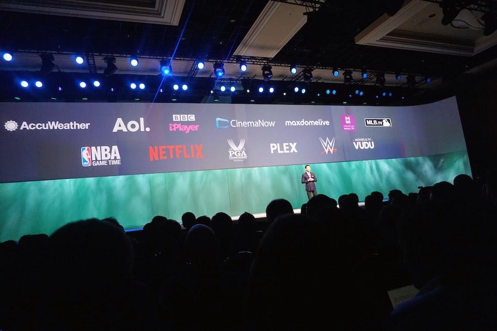 Trên nền tảng mã mở Tizen, giao diện Smart TV Hub được thiết kế hoàn toàn mới.
