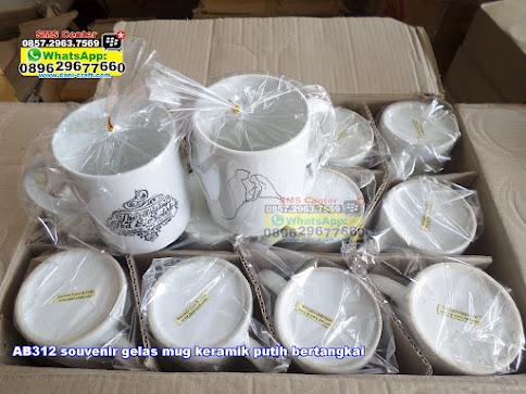 souvenir gelas mug keramik putih bertangkai jual
