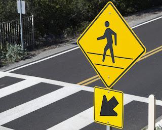 faixa de pedestre, trânsito nas grandes cidades