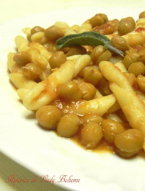 hiperica_lady_boheme_blog_cucina_ricette_gustose_facili_e_veloci_fusilli_freschi_con_ceci.jpg