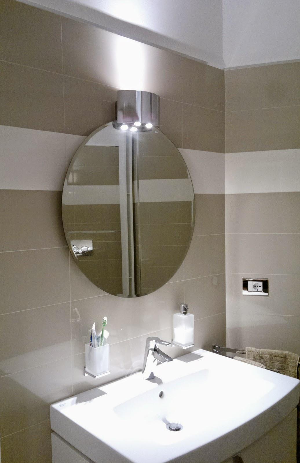 Parete soggiorno classica - Ikea illuminazione bagno ...