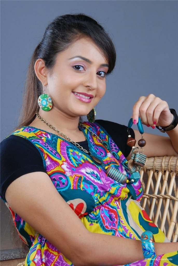 Bhama Latest Stills Picture Gallery Photos Images, Movie Actress Bhama ...