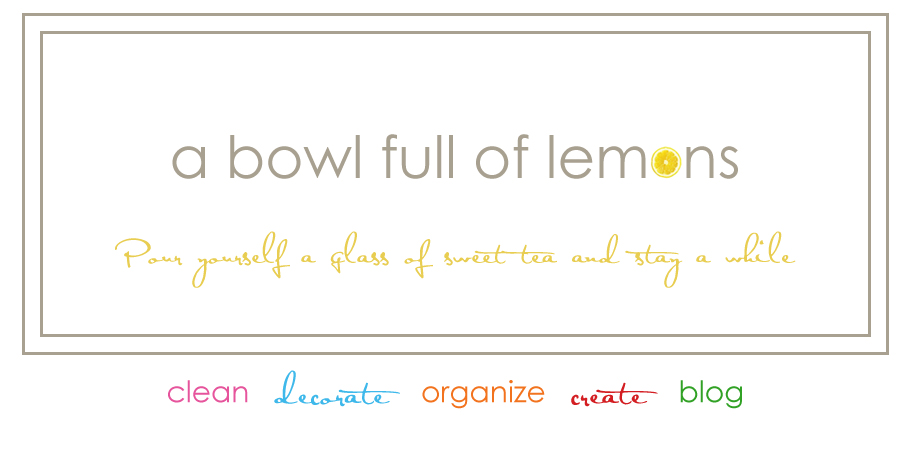 A bowl full of lemons.