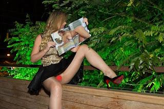 """Ju Isen dispensou a calcinha durante a festa de lançamento da revista """"Sexy"""" na noite desta quarta-feira, 29, em São Paulo. A socialite, que é capa da publicação, acabou mostrando mais do que devia ao posar para os fotógrafos, mas não se intimidou com a situação. Ju ficou conhecida por tirar a blusa e ficar com os seios de fora durante a manifestação na Avenida Paulista no dia 15 de março."""