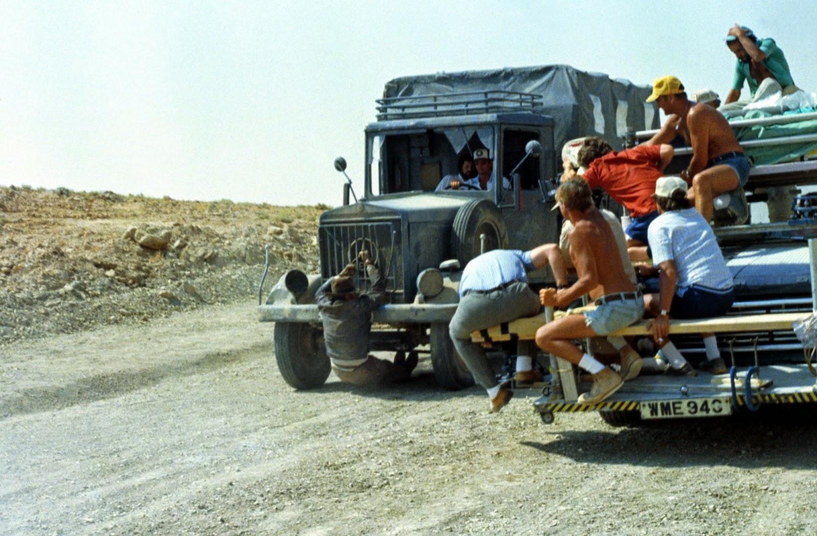 Fotografías del rodaje de Indiana Jones, en busca del Arca Perdida El%2Brodaje%2Bde%2BIndiana%2BJones%2C%2Ben%2Bbusca%2Bdel%2BArca%2BPerdida%2B9