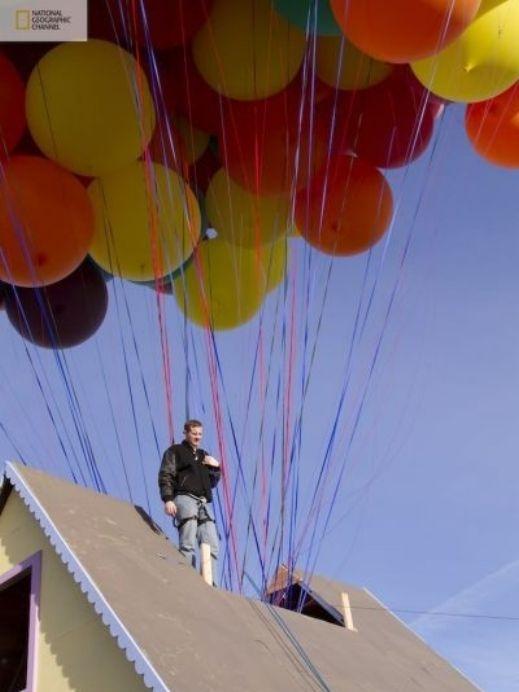 شاهدوا بالصور: ناشيونال جيوغرافيك تقوم بمحاولة ناجحة لصنع بيت البالونات الطائر 201209192025232507